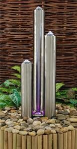 Moderner Säulenbrunnen