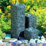 Drei Granitblöcke-Brunnen