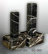 schwarz-weißer Marmorbrunnen