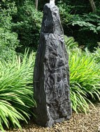 Wasserspiel Monolith Stein mit Wasser