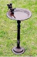 Vogelttränke aus Gusseisen mit Stiel mit Feenfigur